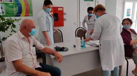 Ради здоровья или для поездки за границу: в Каушанах выстроились очереди за прививкой от коронавируса