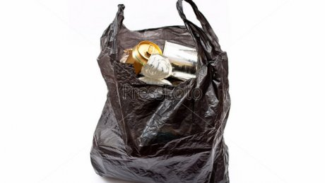 Прославилась в молдавском интернете: в столице женщина бросила пакет с мусором в подземном переходе