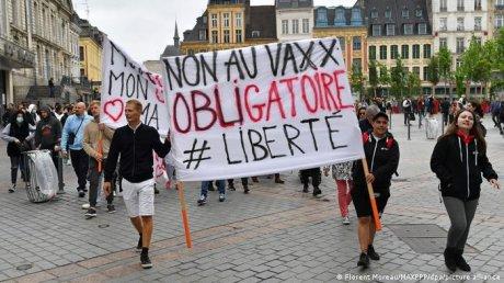 Протесты во Франции: люди снова вышли на улицы, возмущенные решением властей об обязательной вакцинации