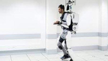 Француз построил роботизированный костюм, чтобы помочь ходить сыну