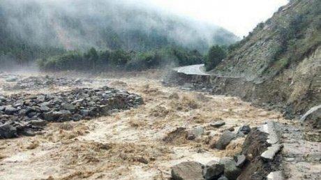 В Дагестане мощный камнепад и грязевые потоки снесли часть села (ВИДЕО)