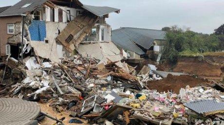 Уборка может затянуться: в Германии разгребают завалы мусора после наводнения