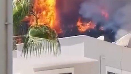 Лесные пожары: СМИ сообщили об эвакуации туристов из отелей в Мармарисе (ВИДЕО)