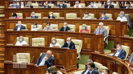 Спикер Игорь Гросу потребовал от депутатов парламента представить сертификаты о вакцинации