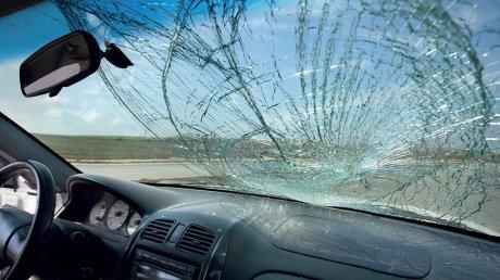 На Чеканах за ночь разбили 16 машин, но ничего не пропало. Местные жители говорят, что это не первый такой случай