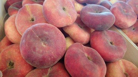 Начался сбор инжирных персиков: к работе приступили аграрии с юга страны
