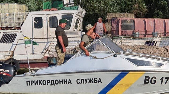 Украинские пограничники задержали румынское судно в дельте Дуная