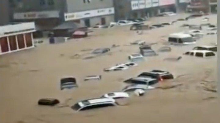 Число жертв разрушительных наводнений в Китае растет