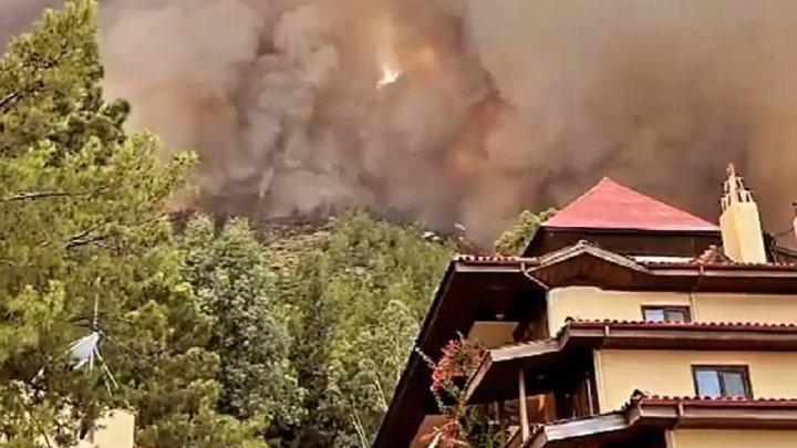 Лесные пожары в Анталии не пугают туристов: молдаване не отказываются от отдыха в Турции