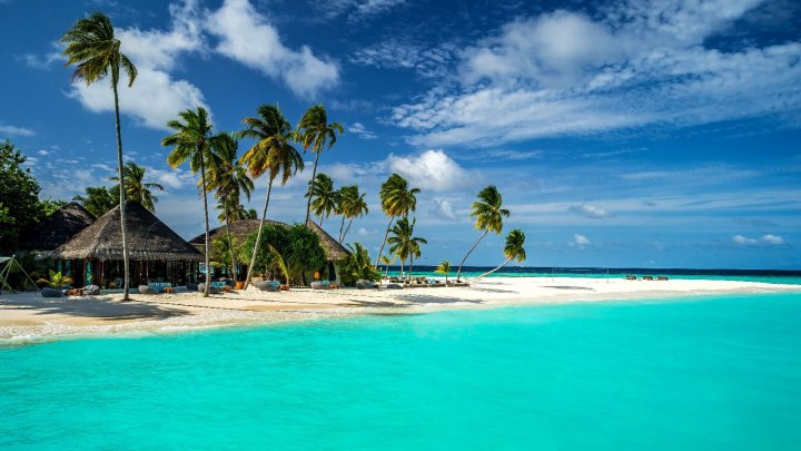 До $120 с человека: Мальдивы вводят налог на выезд с островов