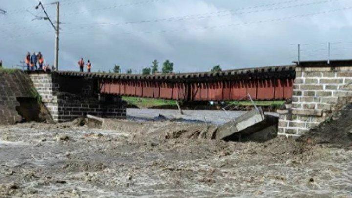 В России из-за паводков рухнул железнодорожный мост на Транссибе