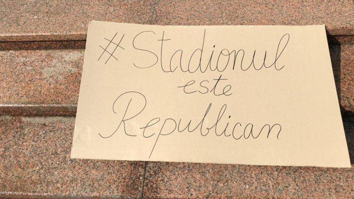 КС принимал решение о судьбе Республиканского стадиона на фоне протеста