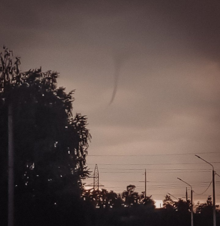 Жители Первомайска увидели смерч в небе (ФОТО)