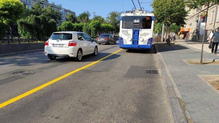 На нескольких улицах Кишинёва появились полосы для общественного транспорта