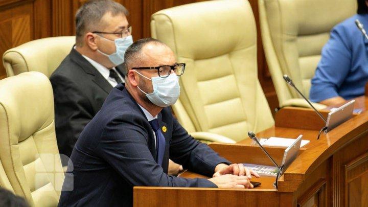 На первом заседании нового парламента отсутствовали 10 депутатов, большинство из ПДС (СПИСОК)