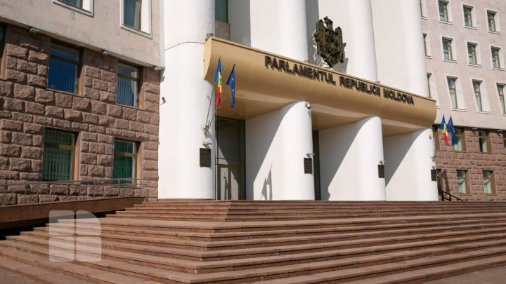 Страсти в парламенте: реплики депутатов в связи с укороченным первым заседанием законодательного органа