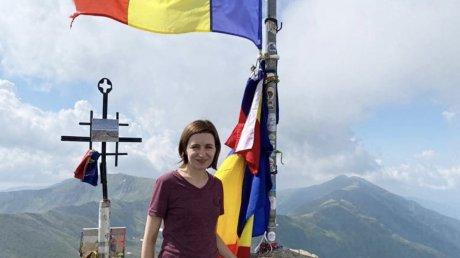 Майя Санду поднялась на самую высокую гору румынских Карпат