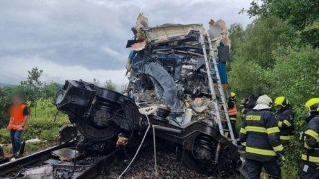 Железнодорожная катастрофа в Чехии: столкнулись два пассажирских поезда, есть жертвы (ВИДЕО)