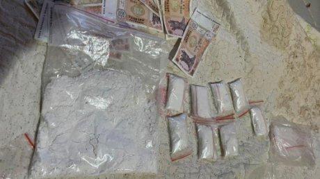 Зарабатывали до 10 тысяч леев в день: трёх жителей Кишинёва подозревают в наркоторговле