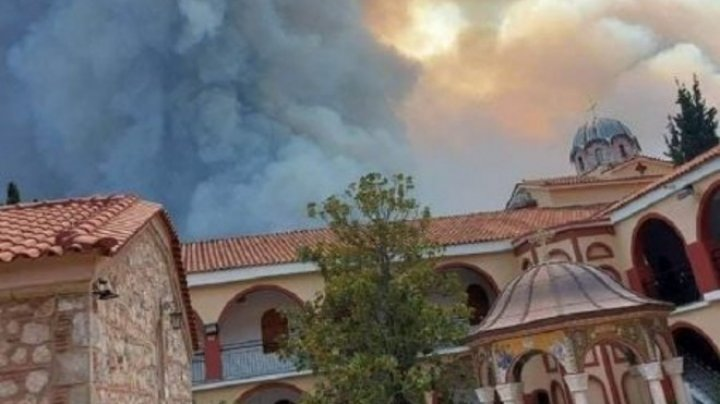 Лесные пожары в Греции: в последний момент удалось спасти монастырь святого Давида