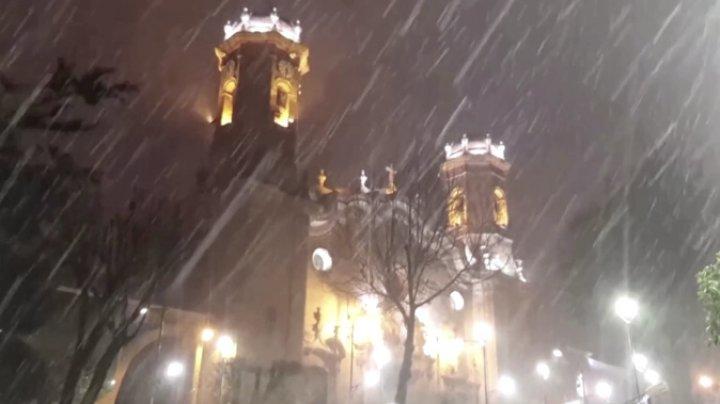 Перу и Боливию засыпало снегом: парализовано движение транспорта, снегоуборочные машины не справляются