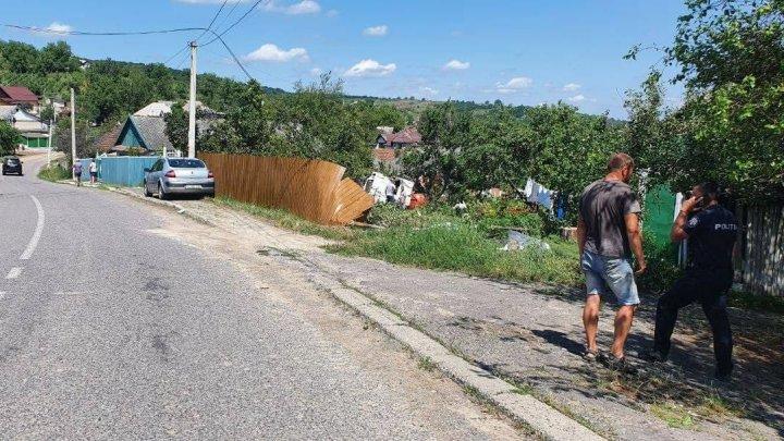 """В Страшенском районе автоцистерна """"Apă-Canal"""" вылетела с трассы и угодила во двор частного дома (ФОТО)"""