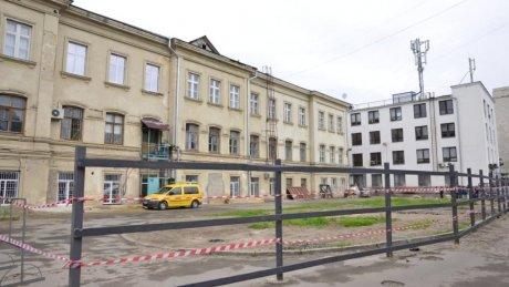 Министерство культуры требует остановить строительство многоэтажной парковки на улице 31 августа