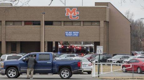 Вооруженное нападение на автобусной остановке в США: один школьник погиб, двое пострадали