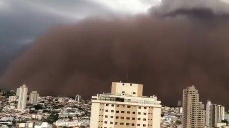 Сан-Паулу накрыла песчаная буря: за считанные секунды на улицах потемнело