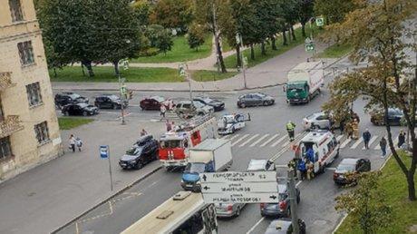 """В Санкт-Петербурге водитель легковушки превысил скорость и сбил нескольких человек на """"зебре"""""""