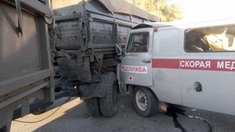 В Башкирии девять человек пострадали в результате столкновения неотложки и грузовика