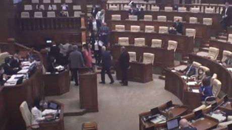 Депутаты Блока социалистов и коммунистов покинули заседание парламента