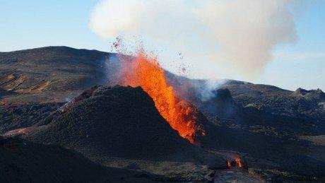 Канары: вулкан на острове Ла-Пальма проснулся спустя 50 лет