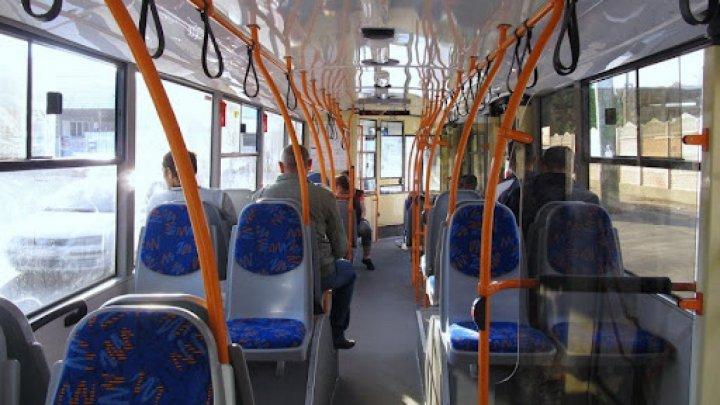 """""""А ну выходи, скотина!"""": скандал в столичном троллейбусе из-за нежелания пассажира надеть маску"""